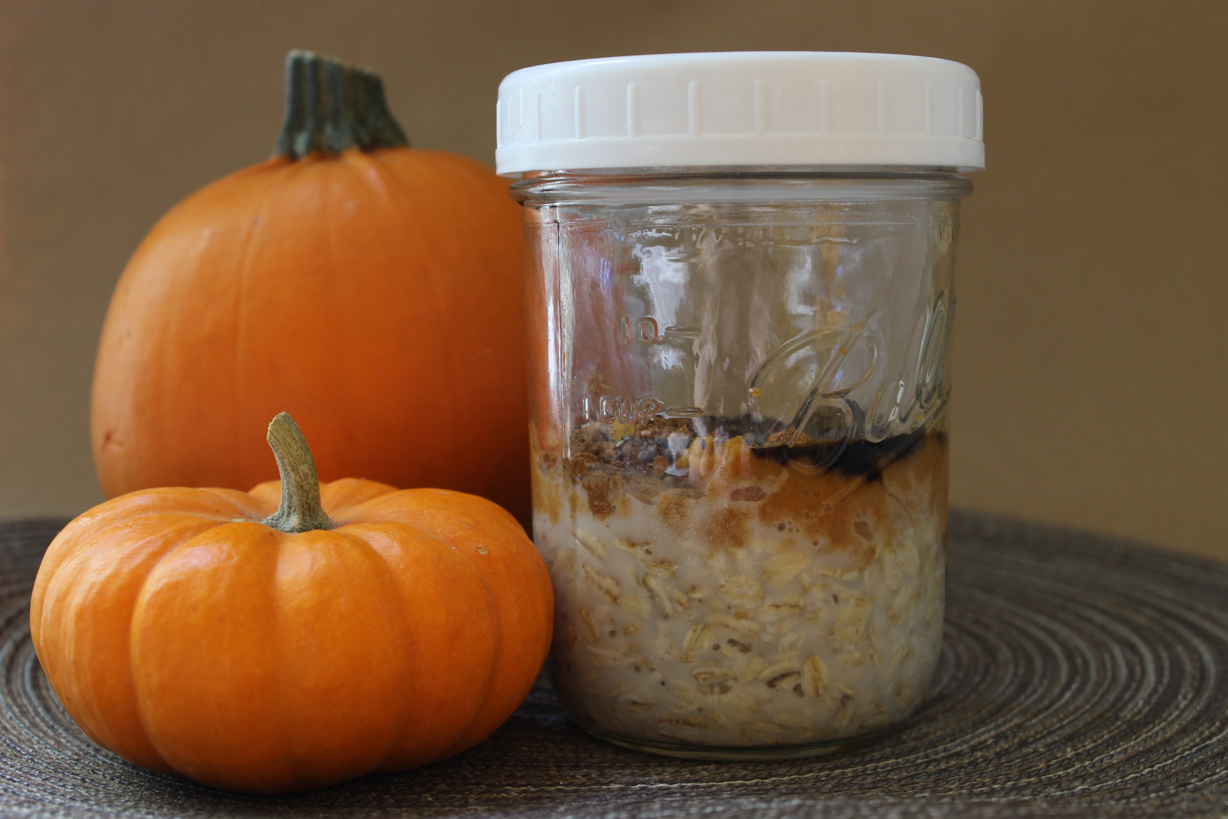 overnight_oats_with_pumpkins