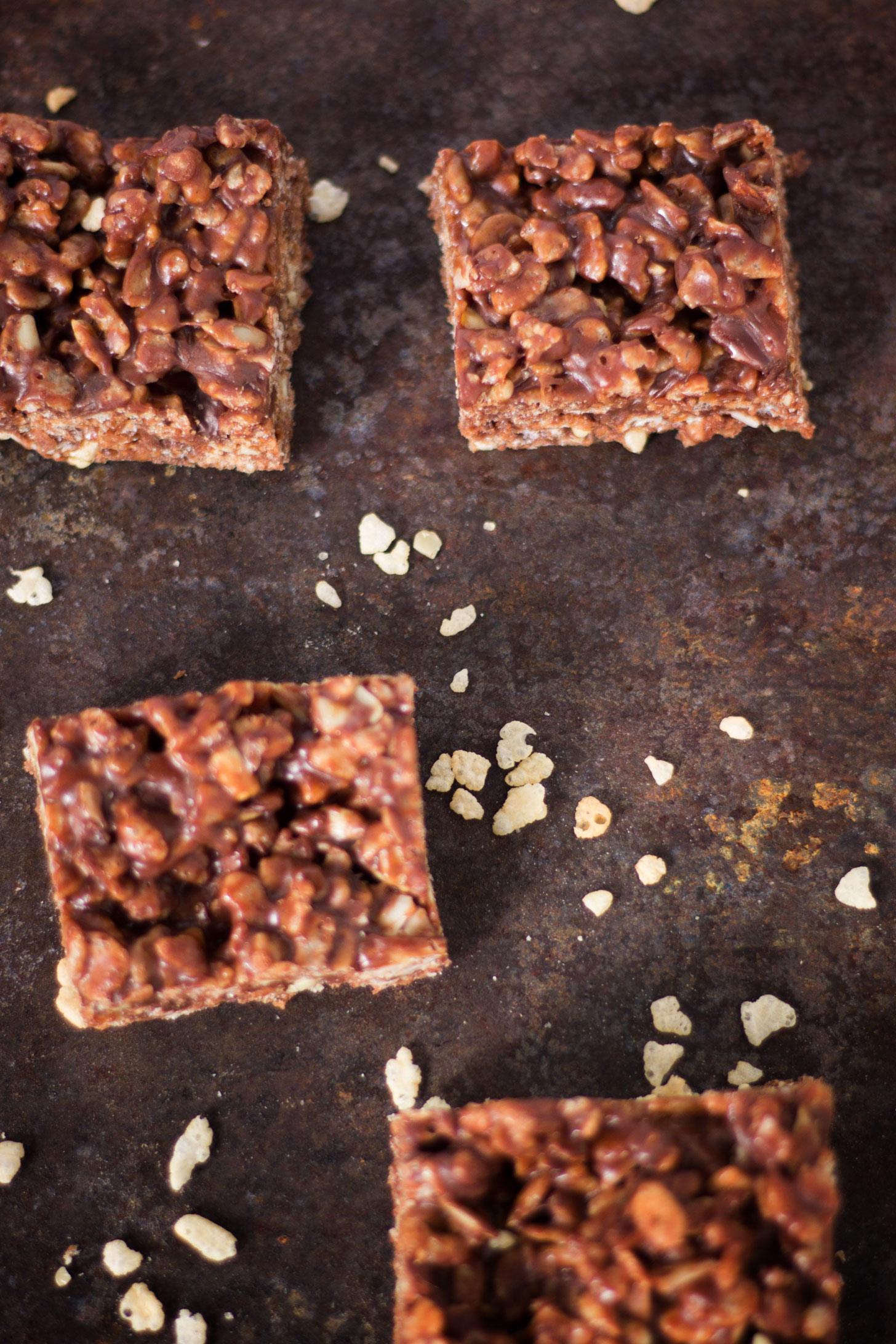 YUMMY Vegan Nutella Bars! Perfect dessert bar! Chocolate and hazelnut rice krispy treat. #vegan #glutenfree #plantbased #ricekrispytreat #recipe