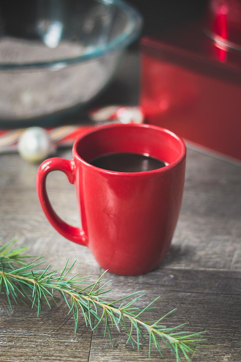 YUMMY! Candy cane hot chocolate! Perfect holiday treat! #vegan #glutenfree #chocolate #drinks #hotchocolate #recipe