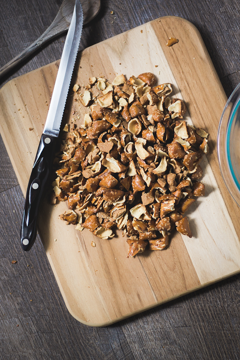 DELICIOUS Vegan Peanut Butter Pretzel Bars! Perfect for a game day snack! #vegan #dessert #superbowl #hiking #food #recipe