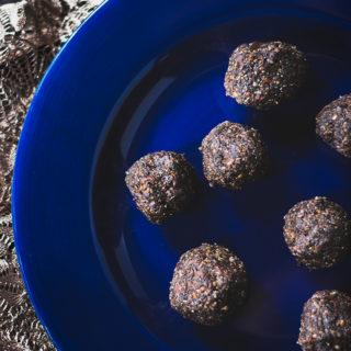 Mocha Bites! A healthy snack or breakfast on the go! #vegan #glutenfree #plantbased #snack #recipe #food