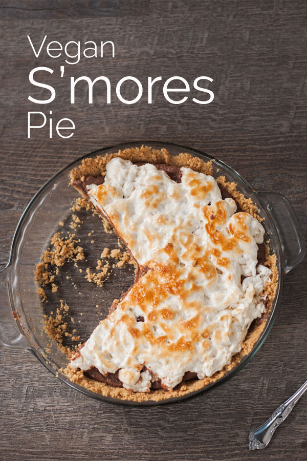 A decadent and delicious vegan s'mores pie with a creamy chocolate filling and toasted marshmallow top. Based off of the traditional campfire dessert. #vegan #glutenfree #vegandessert #bearplate