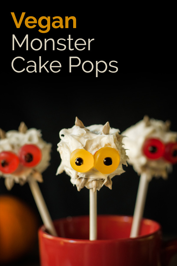 Vegan Monster Cake Pops! These easy bite-sized treats are perfect for Halloween! #vegan #Halloween #vegandessets #vegancakepops #bearplate